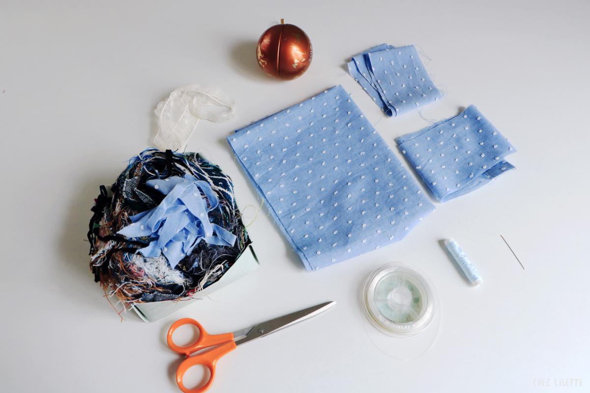 diy boules de no l en tissu chez lisette. Black Bedroom Furniture Sets. Home Design Ideas